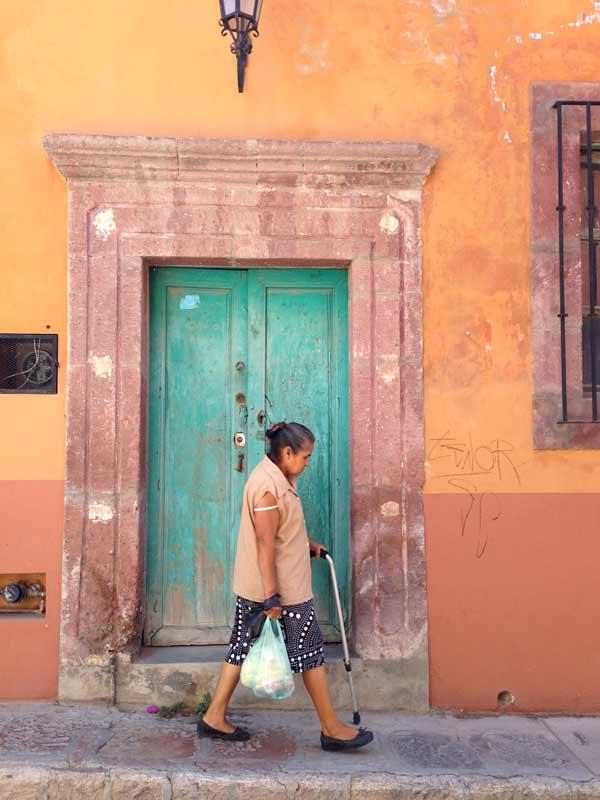Mexico-woman-street